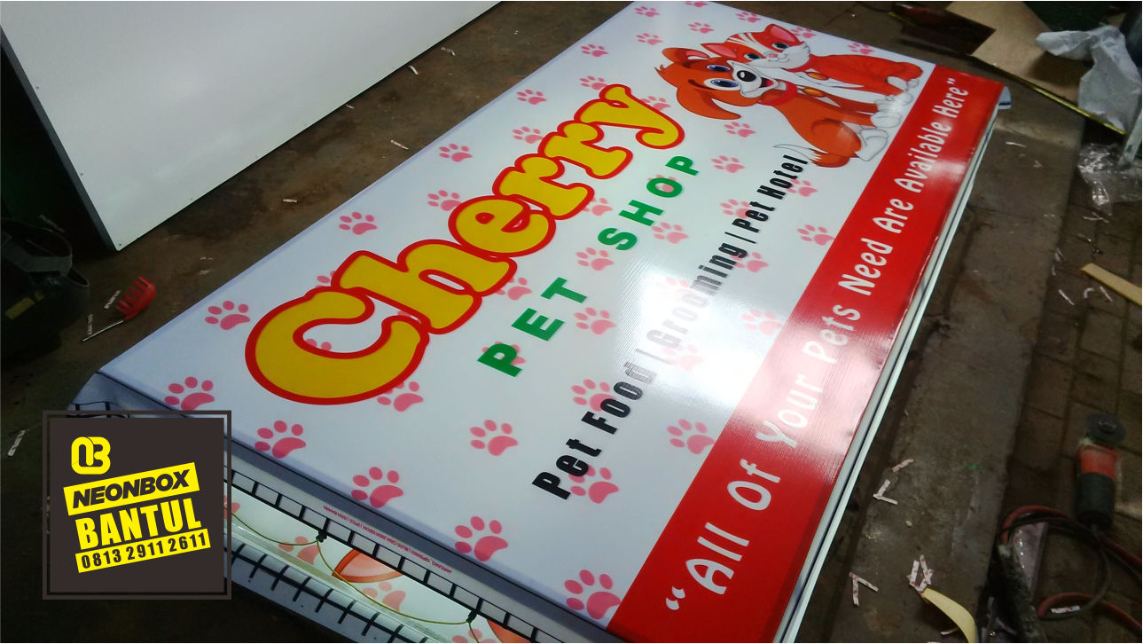 Neon Box pet shop murah di Bantul